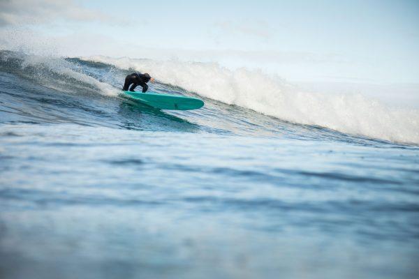 planche-de-surf-longboard-maku-cuillere-tri-fin